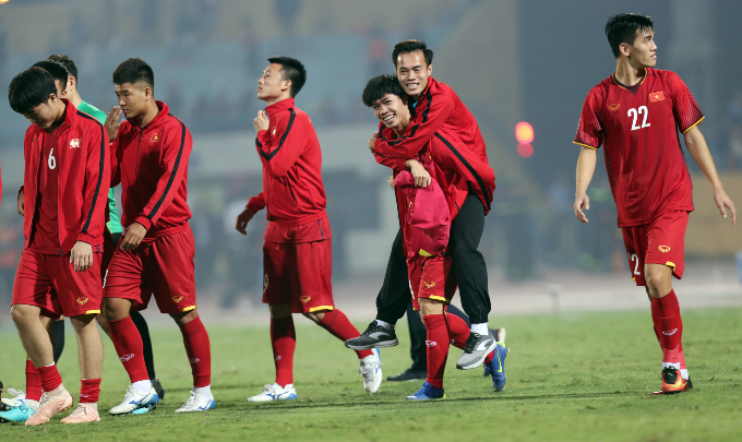 Vietnam give emotional shout out to injured teammate during Cambodia win - 5