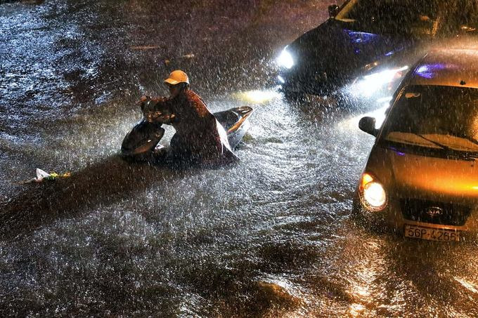 Sleepless in Saigon: storm Usagi keeps residents up all night
