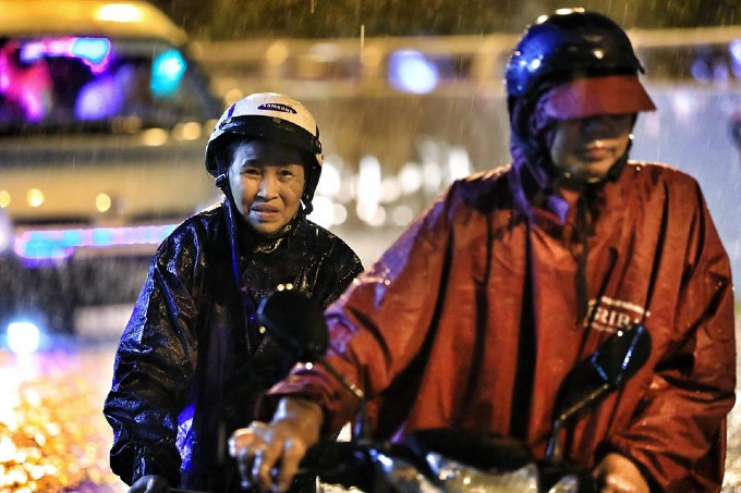 Sleepless in Saigon: storm Usagi keeps residents up all night - 1