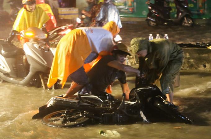 Sleepless in Saigon: stormUsagikeeps residents up all night - 2