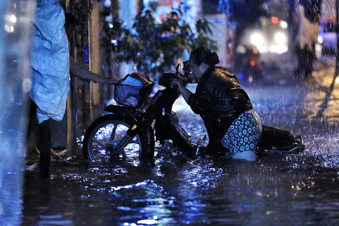 Sleepless in Saigon: storm Usagi keeps residents up all night - 5