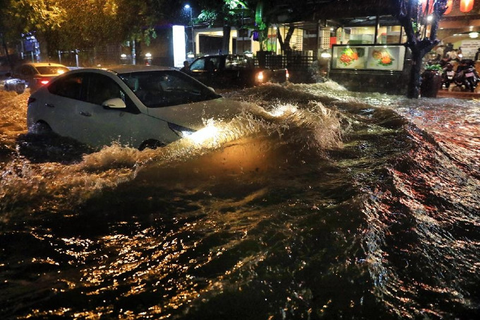 Sleepless in Saigon: storm Usagi keeps residents up all night - 6