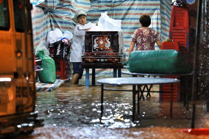 Sleepless in Saigon: stormUsagikeeps residents up all night - 7