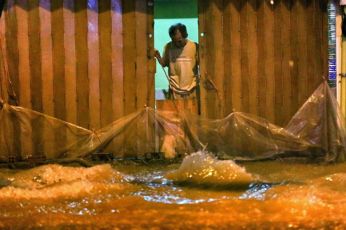 Sleepless in Saigon: storm Usagi keeps residents up all night - 8