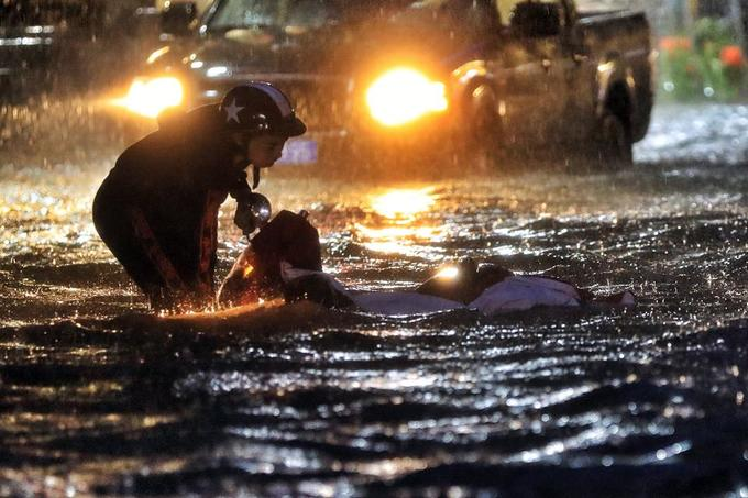 Sleepless in Saigon: storm Usagi keeps residents up all night - 7
