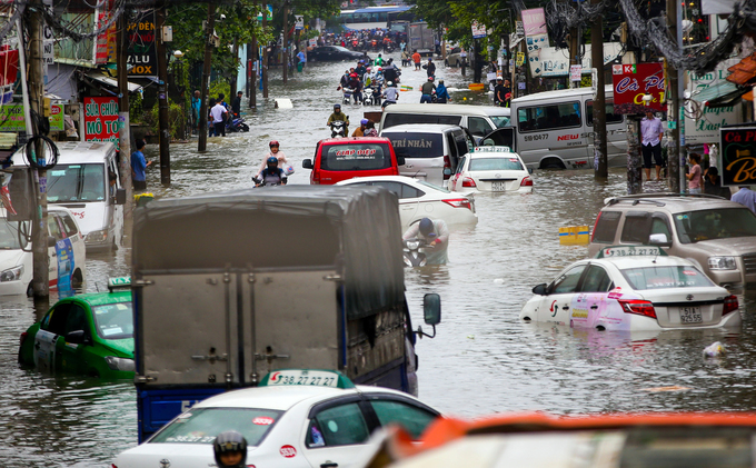 Sleepless in Saigon: storm Usagi keeps residents up all night - 11