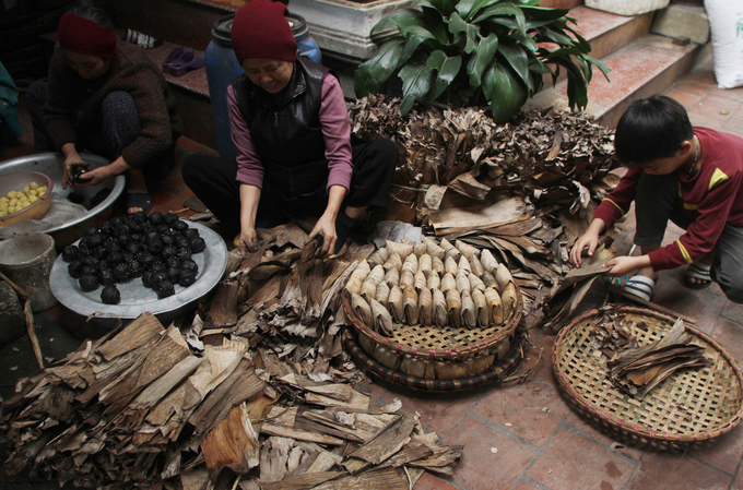 A Hanoi village that has its cake and sells a lot of it