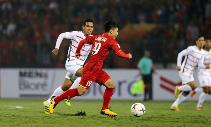 Nguyen Quang Hai (in red) is one of the frequent faces in Vietnam starting line. Photo by VnExpress/Duc Dong.