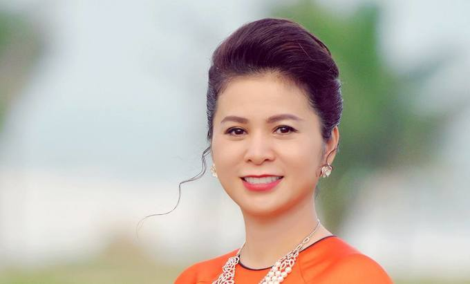 Royal fight brews stronger as queen accuses Vietnam's coffee king of forgery