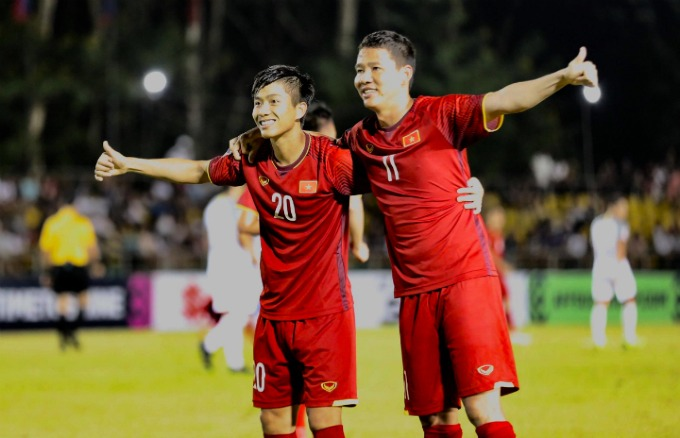 Phan Van Duc (L) and Nguyen Anh Duc are goal scorers for Vietnam in Philippines match. Photo by VnExpress/Duc Dong