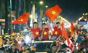 Saigon police crack down on football fans for traffic violations