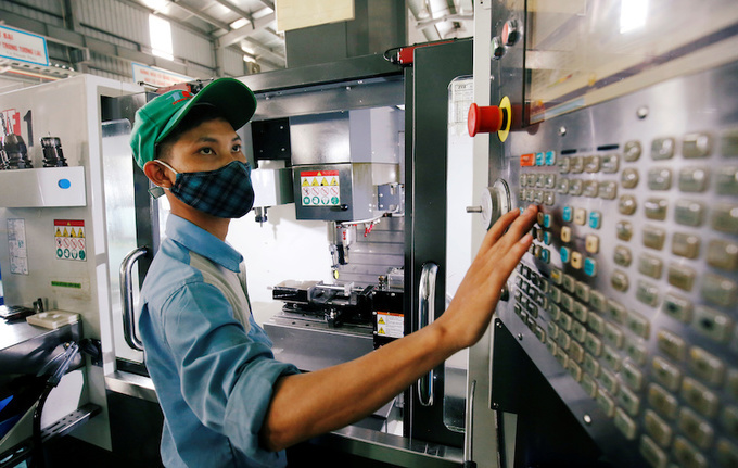 """PM dubs Vietnam """"big factory"""" for the world"""