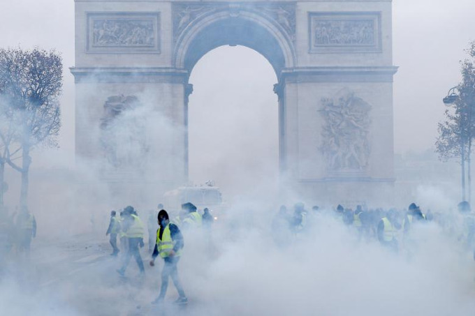 Worst riots in Paris since 1968 - 3