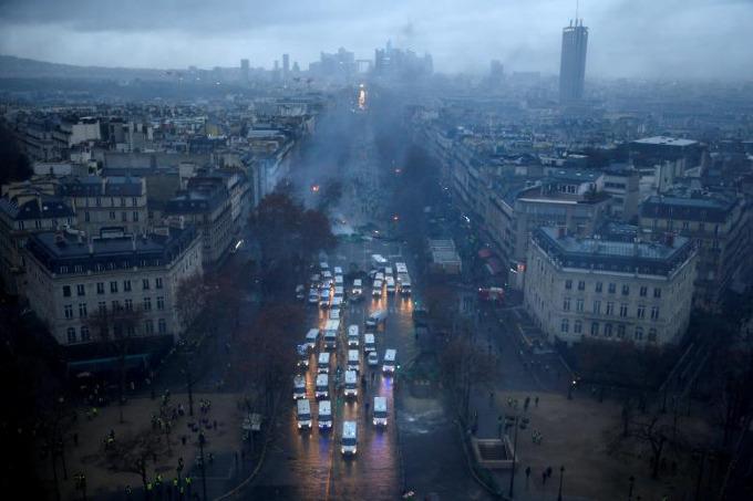 Worst riots in Paris since 1968 - 4