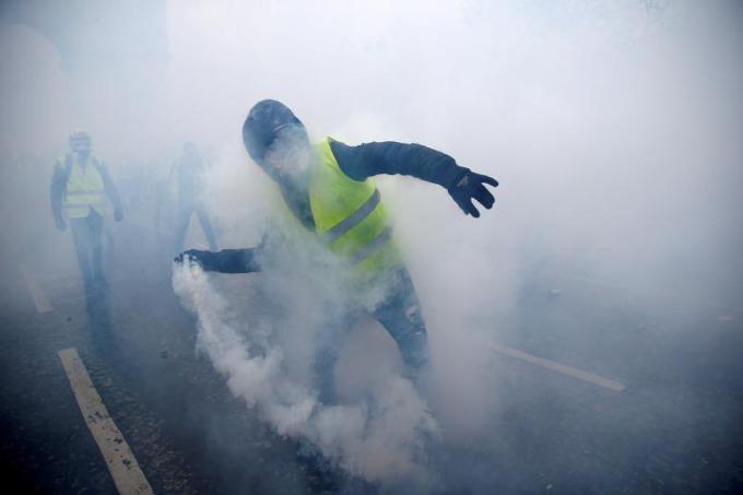 Worst riots in Paris since 1968 - 5