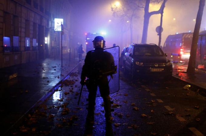 Worst riots in Paris since 1968 - 6