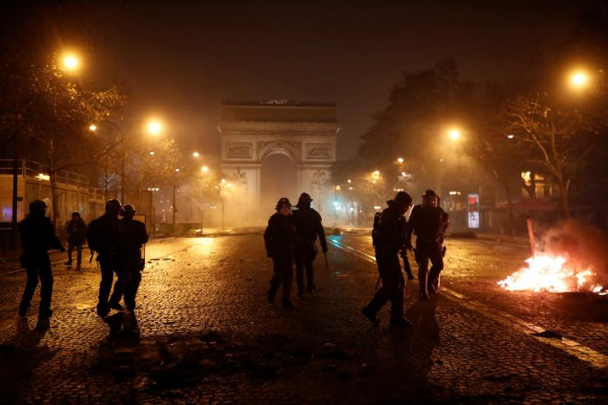Worst riots in Paris since 1968 - 7