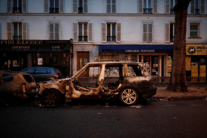 Worst riots in Paris since 1968 - 8