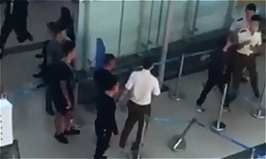 Vietnam airport security personnel fined for letting thugs assault woman worker