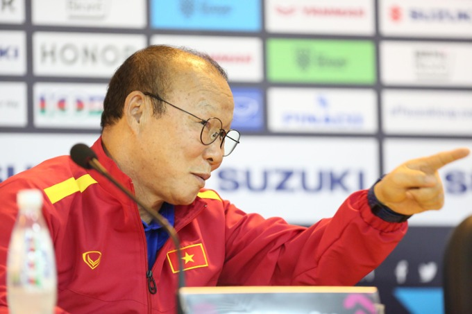 Head coach Park Hang-seo in pre-match press conference. Photo by VnExpress/Duc Dong