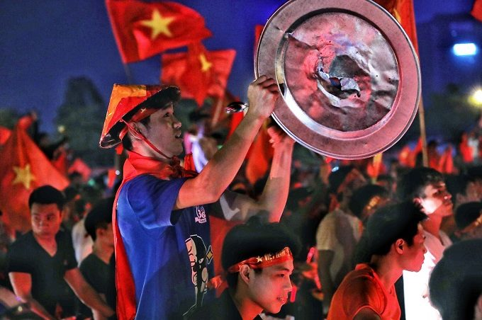 AFF Cup: Nation smothered in red as Vietnam enters final - 9