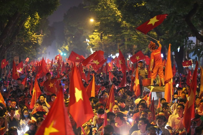 AFF Cup: Nation smothered in red as Vietnam enters final