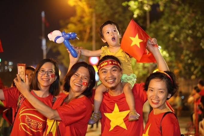 AFF Cup: Nation smothered in red as Vietnam enters final - 3