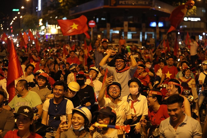 AFF Cup: Nation smothered in red as Vietnam enters final - 10