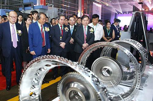 Vietnam opens first aircraft engine parts factory