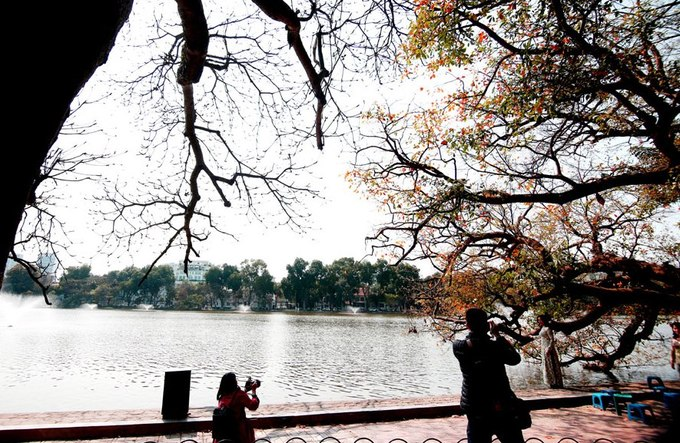 Local photographers capture the vibrant changes around the Ho Guom (Sword Lake) in Hanoi downtown. Photo by VnExpress