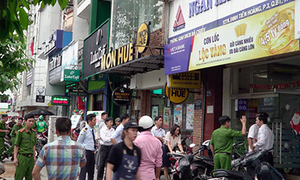 Saigon police hunt two armed bank robbers