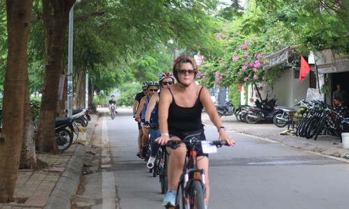 Three Vietnam hotspots among 100 most visited cities
