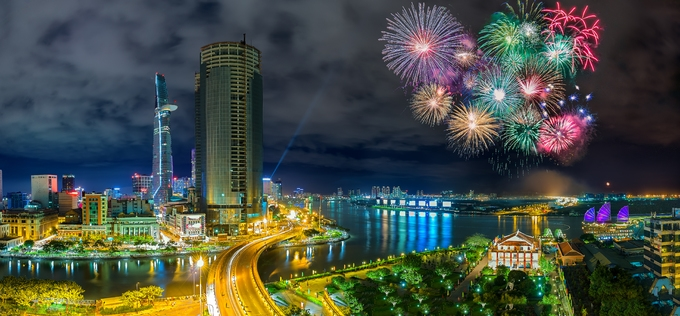 Colorful fireworks shows are seen on Saigon sky. Photo by Shutterstocks/HoangTuan