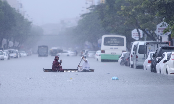 Two dead as heavy rains batter central Vietnam