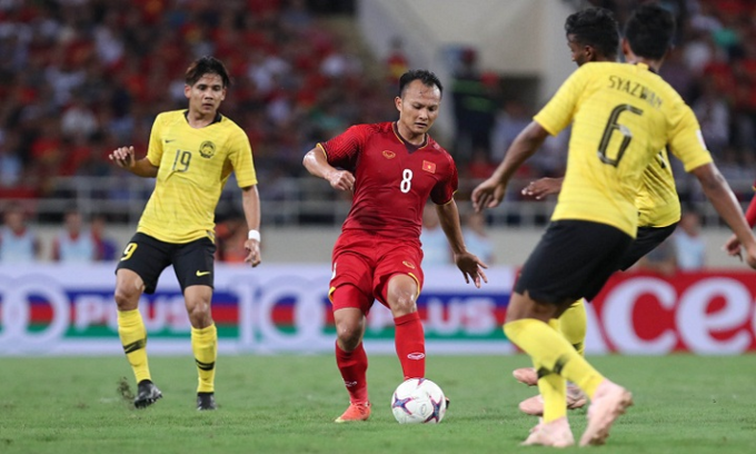 Winger Nguyen Trong Hoang in group stage match with Malaysia. Photo by VnExpress/Duc Dong.