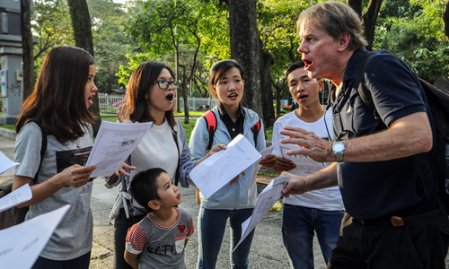 English as an official language in Vietnam: would it work?