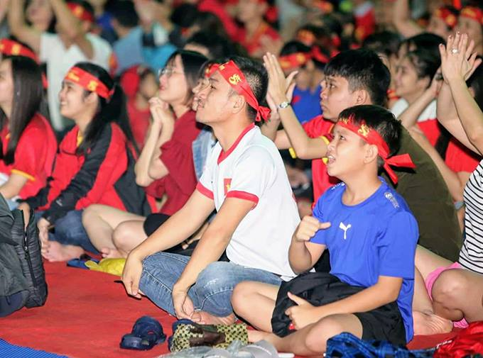 Vietnamese fans jubilant, silent in thrilling AFF first leg final - 2
