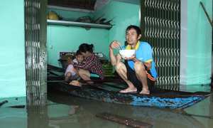 Death toll rises to eight in central Vietnam deluge
