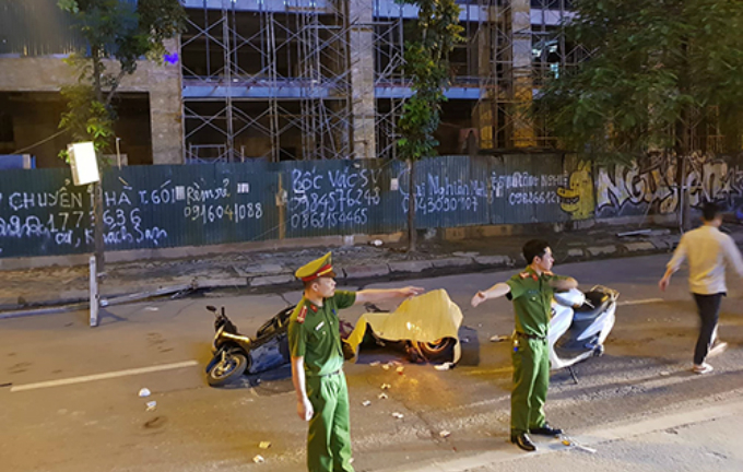 The accident scene on Le Van Luong Street, Hanoi. Photo by VnExpress/Gia Chinh