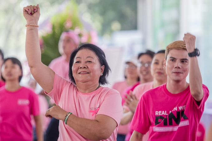 Men and women of all ages joined a dance at the festivals main square after the yoga session. Photo by VnEpxress/Thanh Nguyen