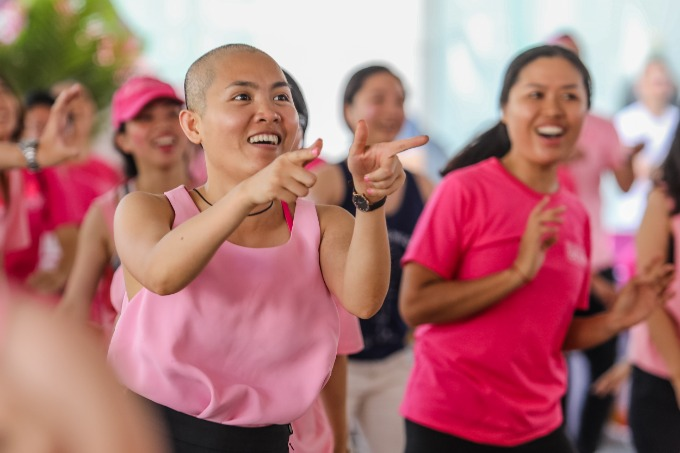 Tien Nguyen, the CEO and Co-founder of Breast Cancer Network Vietnam got hyped up with the rhythms and danced with her network members and volunteers. Photo by VnExpress/Thanh Nguyen