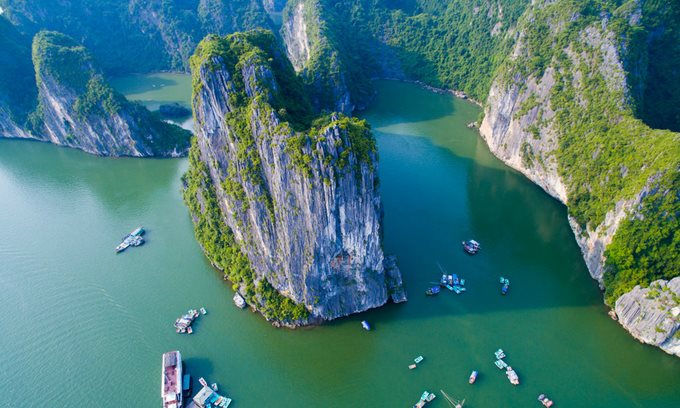 The spectacular Ha Long Bay in northern Vietnam, a remarkable landscape recognized as UNESCO heritage. Photo by VnExpress/Meo Gia