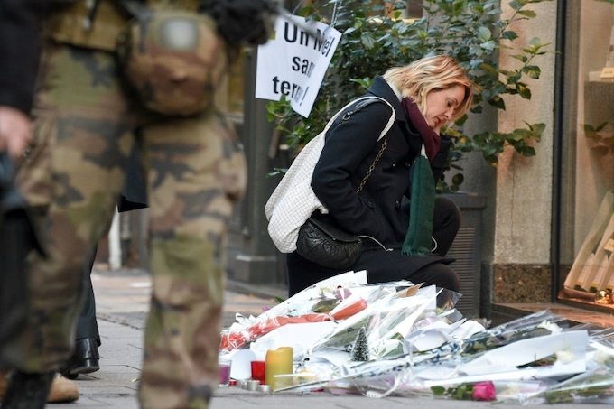 Messages of support for the victims, as well as candles and flowers, are multiplying in Strasbourg streets. Photo by AFP