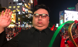 North Korean leader replica walks the streets of Saigon