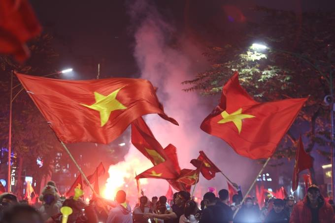 Vietnam goes into raptures as AFF Cup comes home - 8