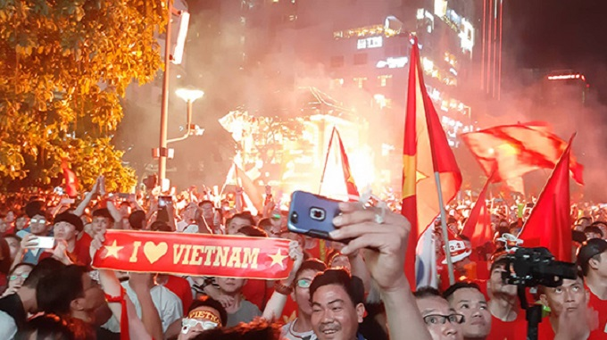 Vietnam goes into raptures as AFF Cup comes home - 13