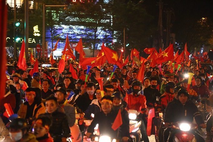 Vietnam goes into raptures as AFF Cup comes home - 6
