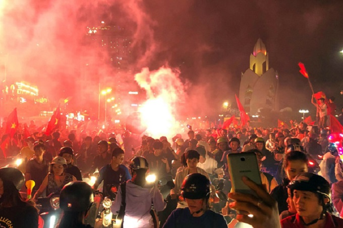 Vietnam goes into raptures as AFF Cup comes home - 3