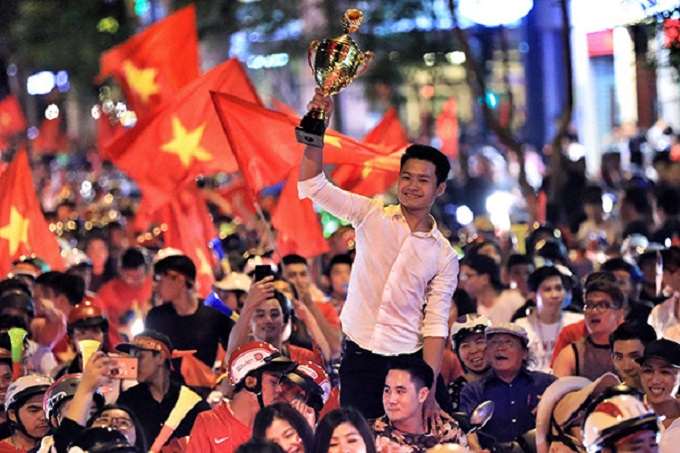 Vietnam goes into raptures as AFF Cup comes home - 2