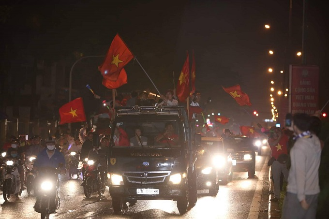 Vietnam goes into raptures as AFF Cup comes home - 7